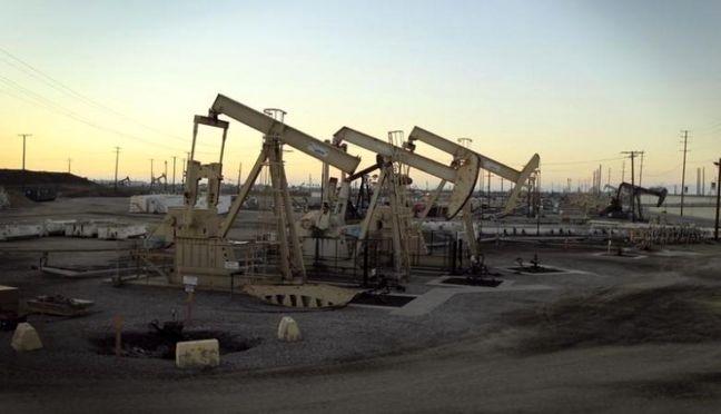 Oil Lingers Below $43 After Entering Bear Market on Glut Worries