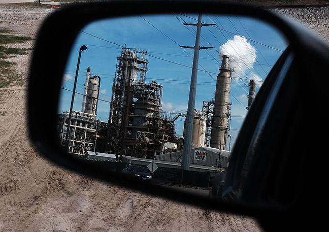 Oil Trades Near $46 a Barrel as Nigeria Sees OPEC Cuts Unlikely