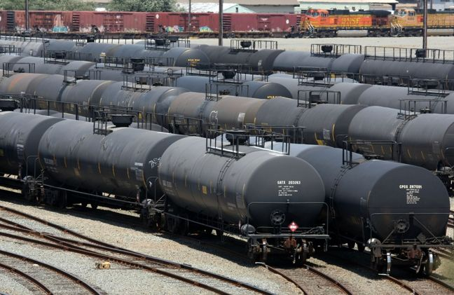 U.S. crude edges back over $40, but oversupply still weighs