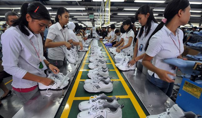 Asian factories crank up output, but U.S. election, Fed make investors wary