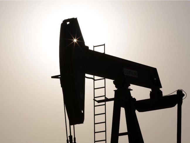 Oil Set for Longest Run of Weekly Losses Since 2015 Amid Glut
