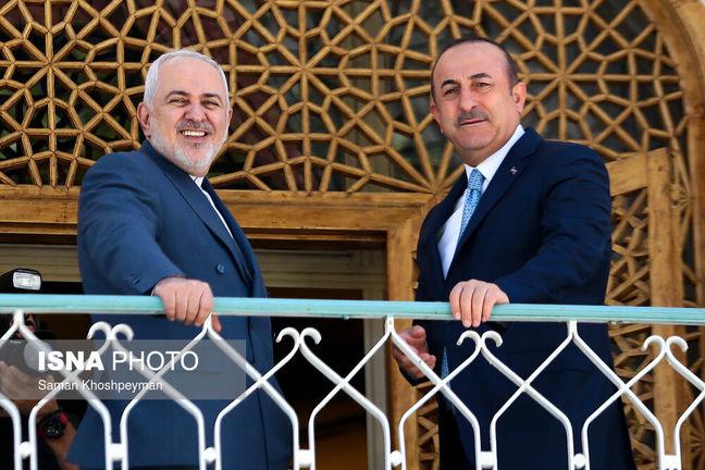 Zarif, Cavusoglu Sign Deal to Boost Mutual Cooperation