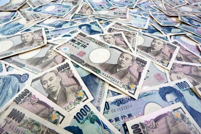 Dollar dips vs yen after BOJ's Kuroda disappoints easing bets