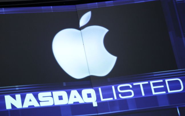 Wall Street technology share selloff leaves Apple bruised