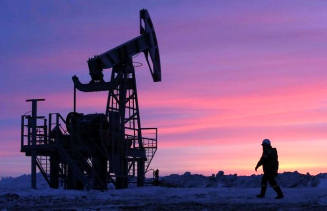 Oil rebounds on U.S. stocks drawdown, declining OPEC compliance weighs