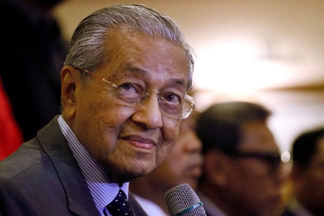 Mahathir: US Bans on Iran Violate Int'l Law