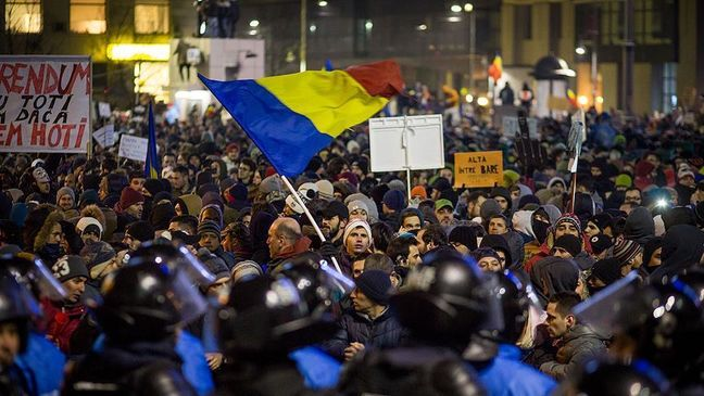 Russia Anti-Graft Protests Draw Biggest Crowds Since 2012