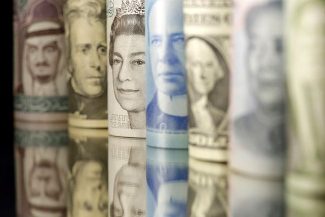 Dollar firm before Fed's Dudley, euro and pound hold steady