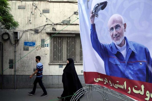 Iranian Candidate Says Nuclear Deal Failed to Lift Sanctions