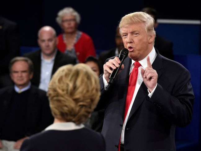 Trump Challenges Clinton to Drug Test Before Final Debate
