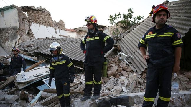Strong quake off Turkish and Greek coasts kills two, injures dozens