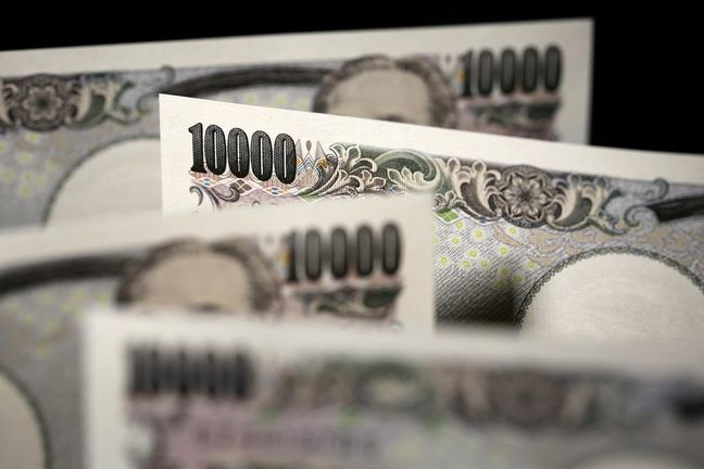 Asian Stocks Fall, Yen Jumps After Korea Bomb Test