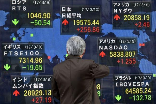 Asian Equities Mixed as Harvey's Impact Assessed
