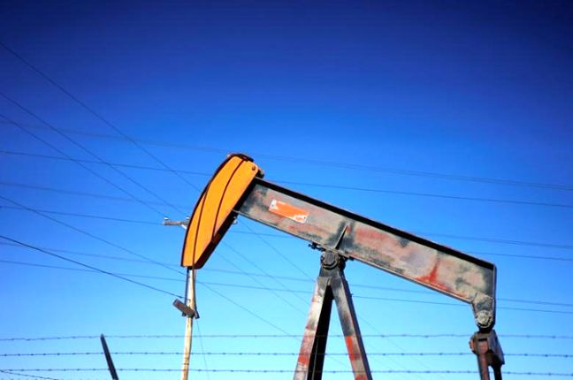 Oil eases on rising U.S. inventory, market looks to EIA data