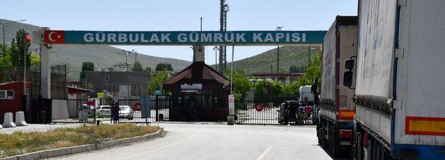 Iranian Trucks Resume Border Trade With Turkey
