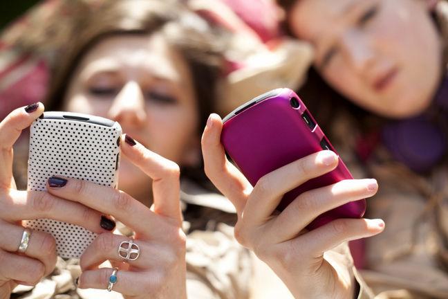 Facebook Usage Among Teens Set to Drop in U.S., EMarketer Says