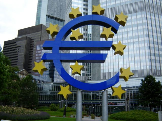 S&P sees ECB staying in support mode until 2018