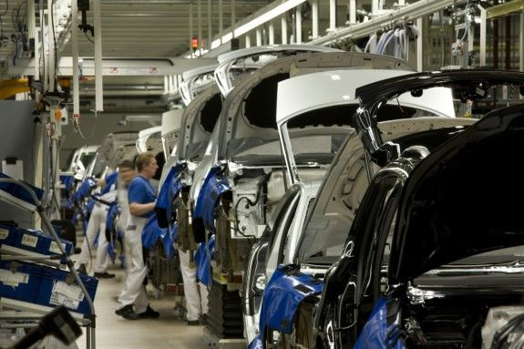 Iran Auto Sector 2016: Playing for High Stakes