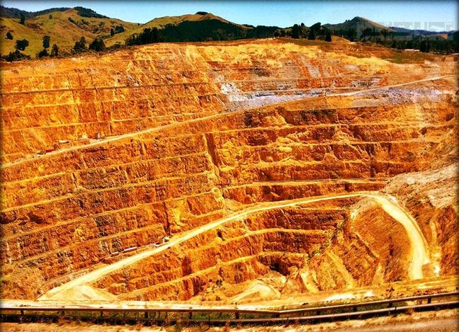 Gold, Iron, Molybdenum Veins Discovered