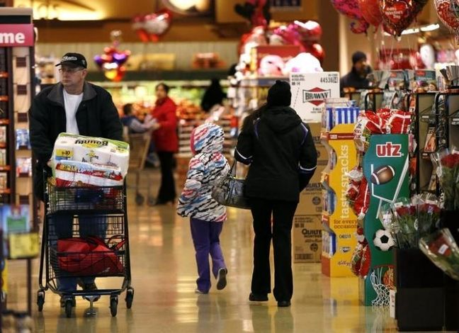Falling Inflation, Retail Sales Bolster Fed's Go-Slow Approach