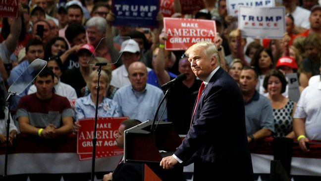 In attacking Clinton foundation, Trump seeks a Republican rallying cry