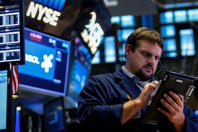 U.S. Stocks Dip as Investors Digest Trump Tax Plan