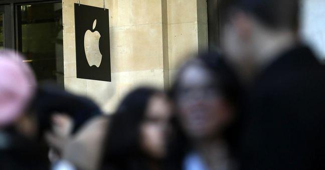 EU to hand Apple Irish tax bill of $1.1 billion, source says