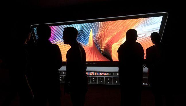 Apple Plans Laptop Upgrades to Take on Microsoft