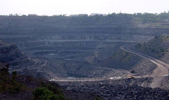 China Balancing Coal Capacity-Cut Goal Against Soaring Prices