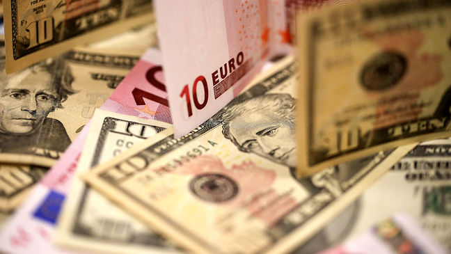 Euro Jumps on French Result; China Selloff Resumes