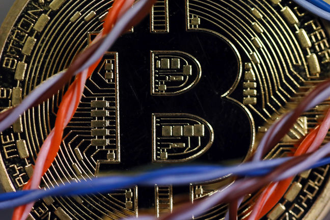 Bitcoin Falls After Report Claims China Orders Exchanges to Shut