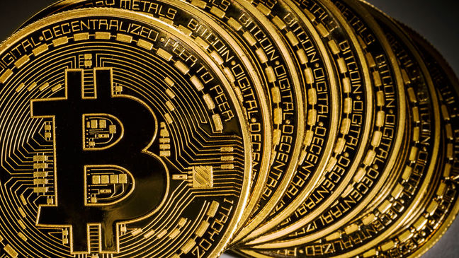Bitcoin Tumble Erases $38 Billion as Rival Cryptocurrency Gains