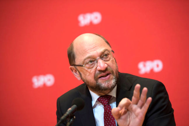 Merkel's Challenger Strains to Draw Differences as Polls Sink